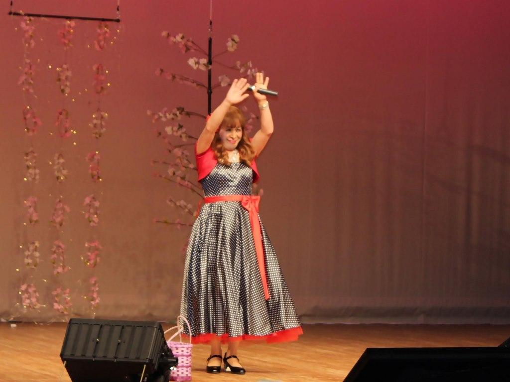 黒ドット模様ドレス舞台(10)