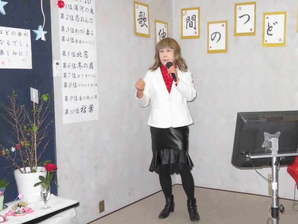 黒ペプラムタイト白ジャケットカラオケ(6)