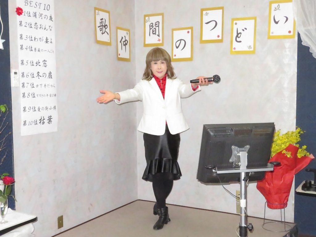 黒ペプラムタイト白ジャケットカラオケ(7)