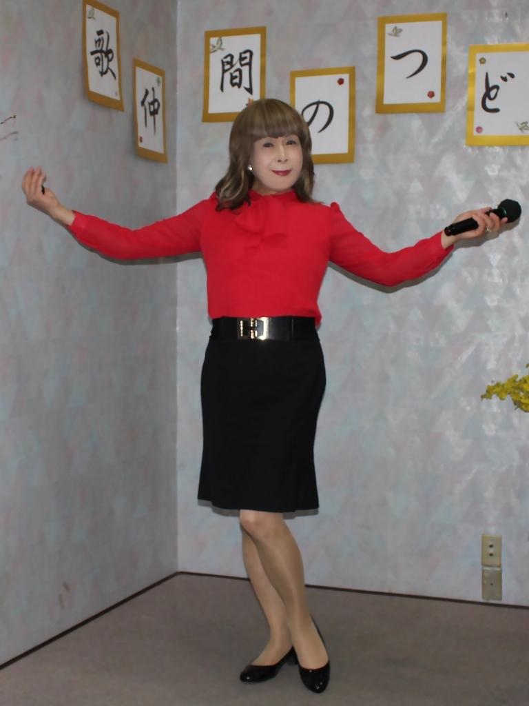 赤ブラウス黒タイトスカカラオケ(2)