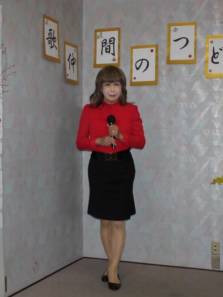 赤ブラウス黒タイトスカカラオケ(4)