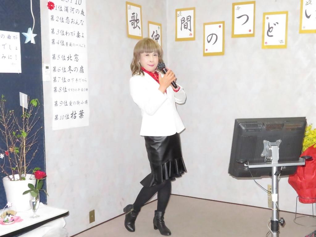 黒ペプラムタイト白ジャケットカラオケ(8)