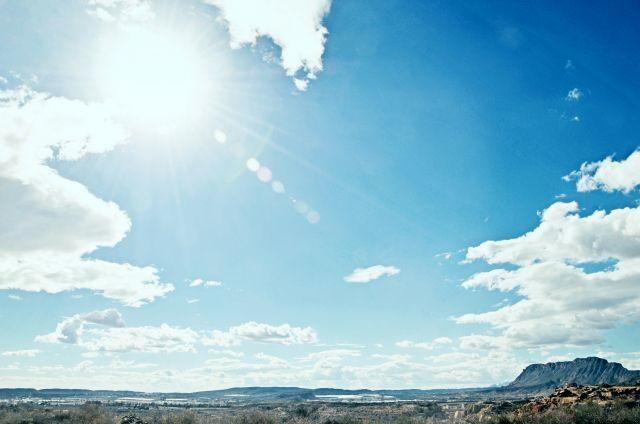 私たちが見ている太陽の光は、8分20秒前のものだった?
