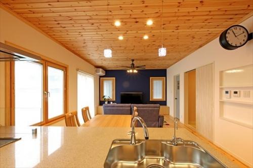 10_livingroom_swedenhome_hokuou05.jpg