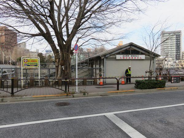 東京寄りの臨時改札口は3月より営業時間が若干延長された。