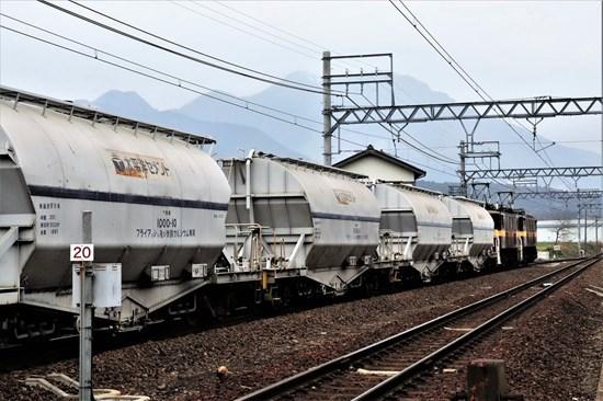 s-⑧藤原岳をバックに貨物列車