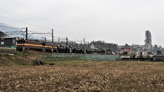 s-⑮工場をバックに貨物列車