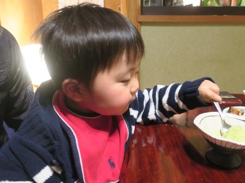 「玲央君、きな粉抹茶アイスを食べる!」②