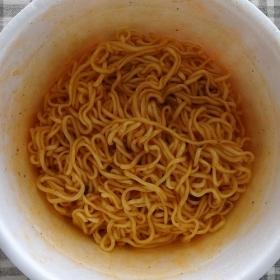 特製調味だれ、特製スープを混ぜて、出来上がり!