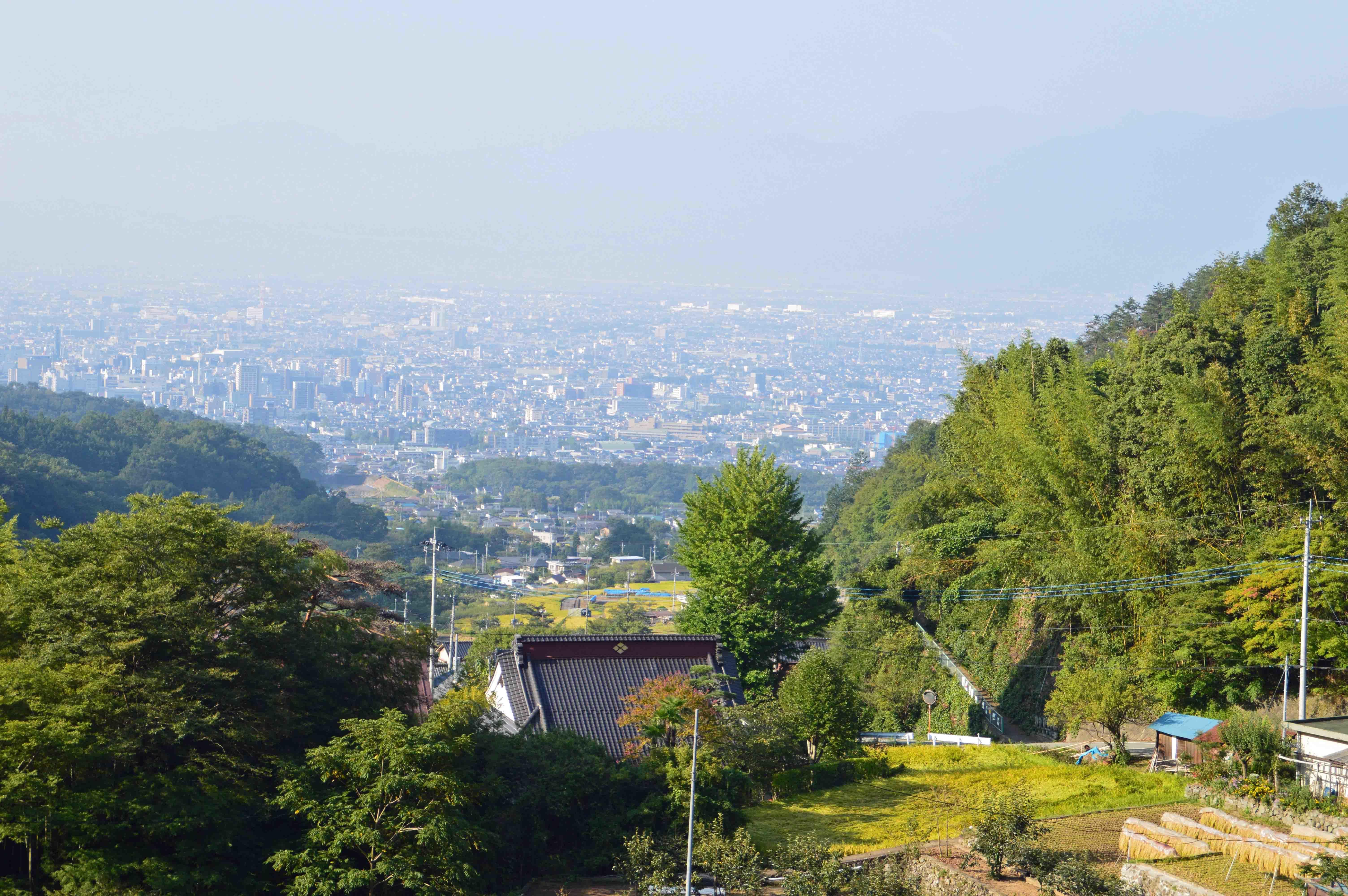 積翠寺から見た甲府盆地